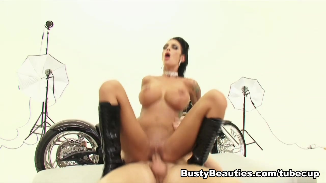 Angelina Valentine in Sleazy Riders