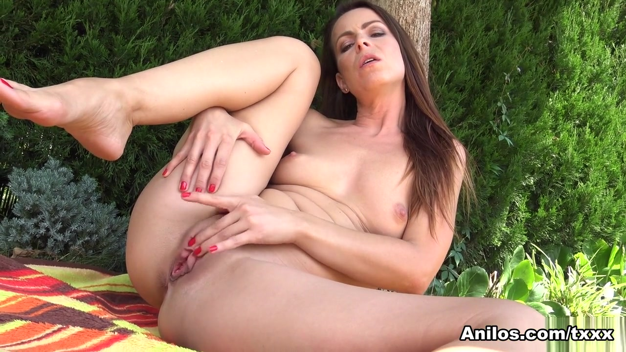Caroline Ardolino in Hot Summer - Anilos
