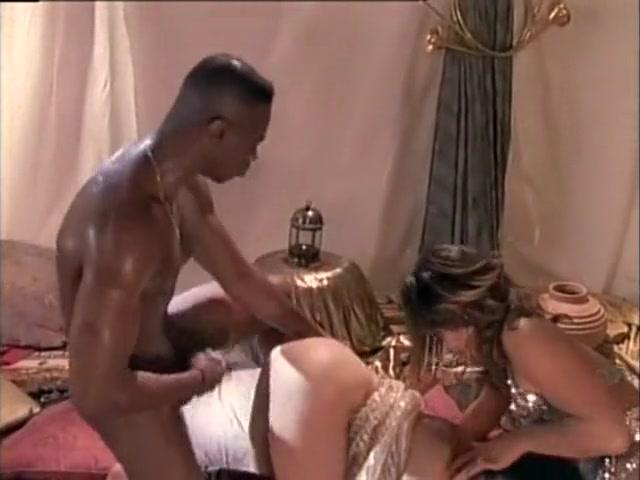 Lana Sands, Tina Tyler, Kaitlyn Ashley, Anna Malle, Nicole London - Desert Moon (1994)