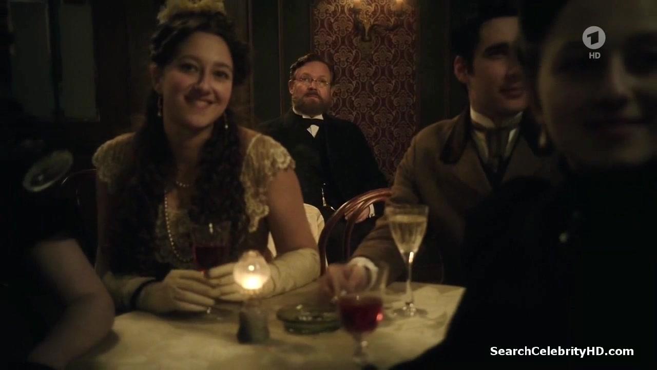 Emilia Schule, Alicia von Rittberg - Charite S01E01-02
