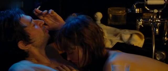 Ophelia Kolb,Laetitia Casta,Lucy Gordon in Gainsbourg Vie HéRoïQue (2010)