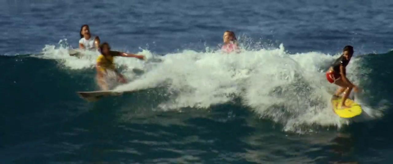 Helen Hunt,Sonya Balmores,Lorraine Nicholson,Unknown in Soul Surfer (2011)