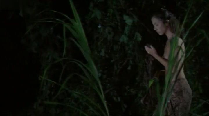 Taryn Reif,Maureen Larrazabal in Krocodylus (2000)