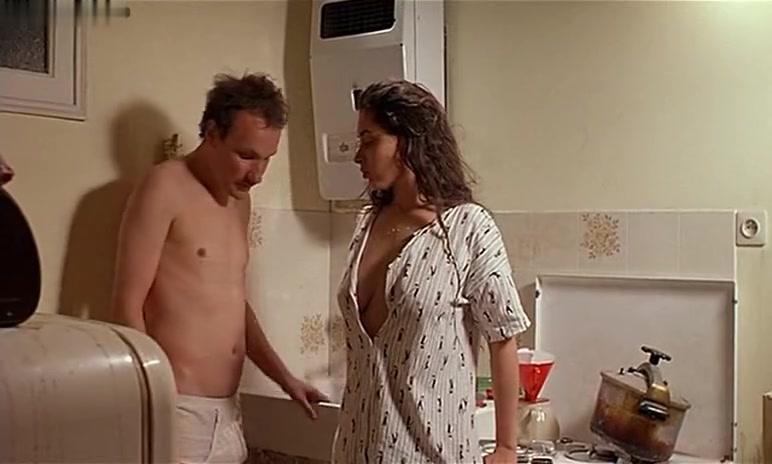Emmanuelle Escourrou in Baby Blood (1990)