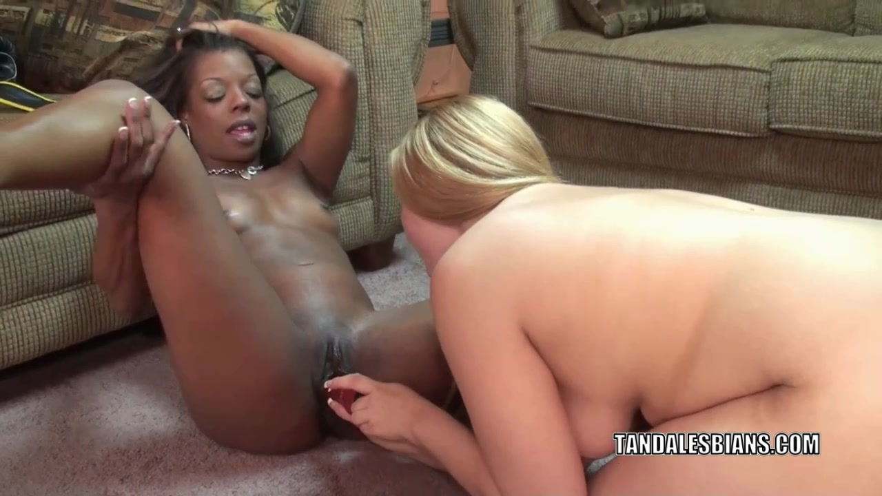 Lesbo wives Anastasia and Savanna make each other cum hard