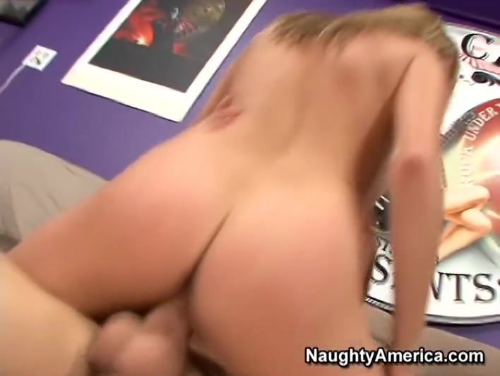 Allyssa Hall & Chris Johnson in Naughty America