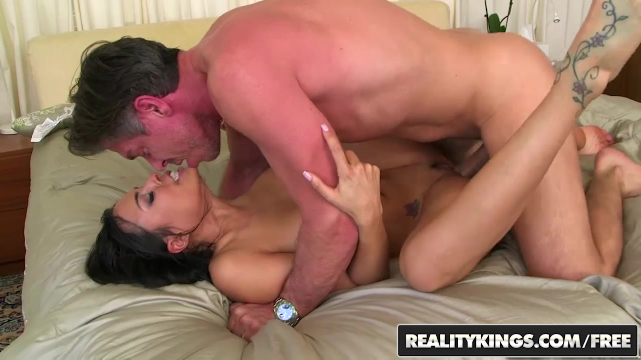 RealityKings - 8th Street Latinas - Luna Star Mick Blue - Lusting Luna