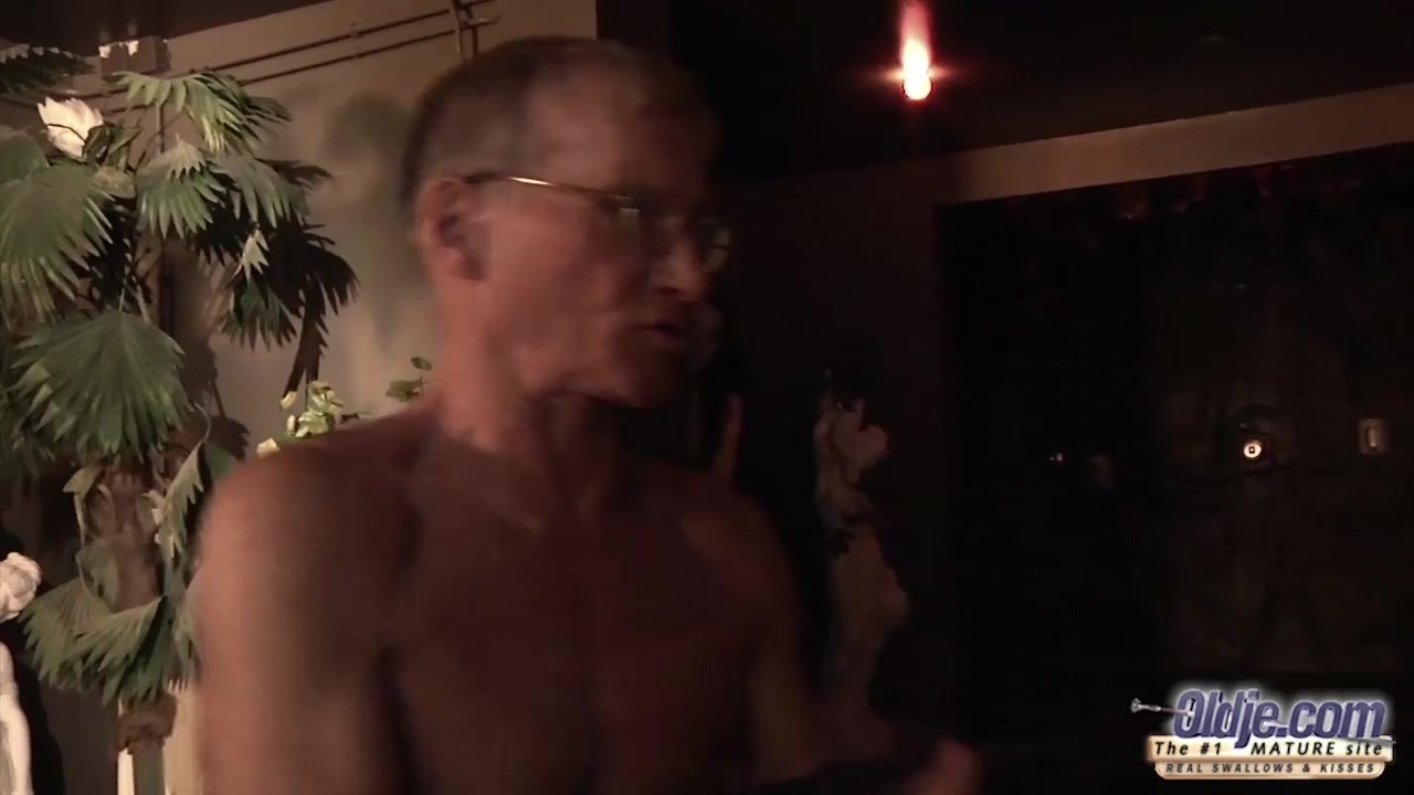 Teen Fucked Old man cock seduced him swallowed his cum