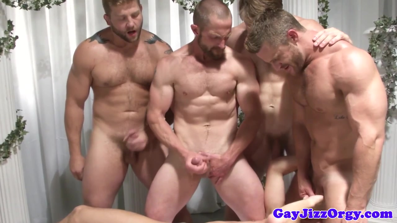 Мастурбация групповая у геев