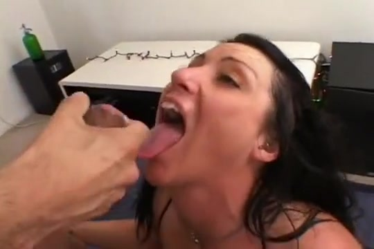 Pretty Vandalia Gets On Her Joints & Sucks For Ejaculate