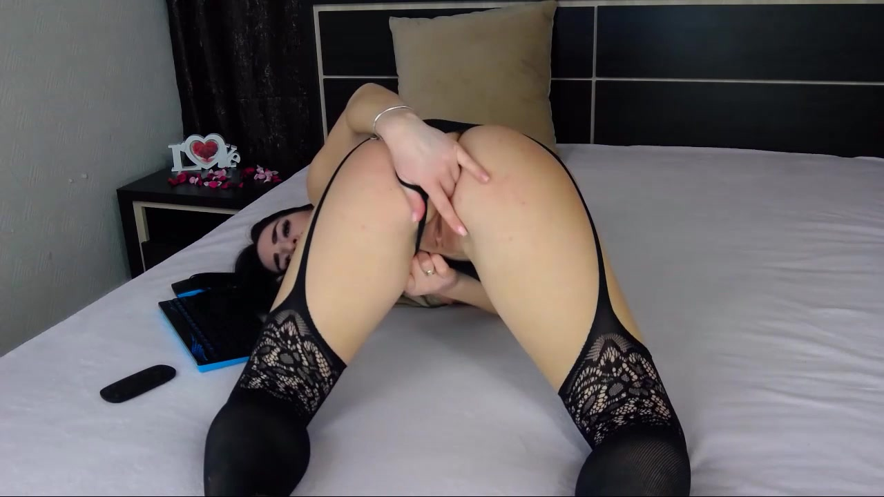 18 Perfect Masturbating 01