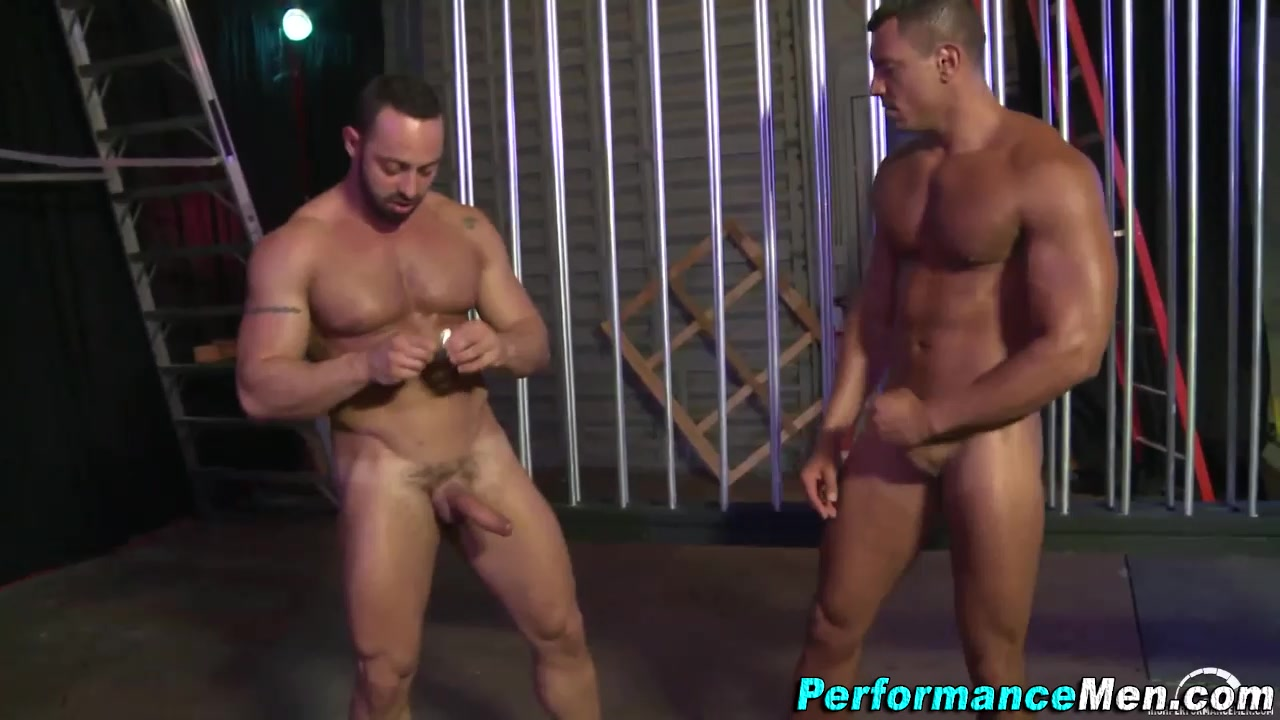 Macho stud fucks tugging