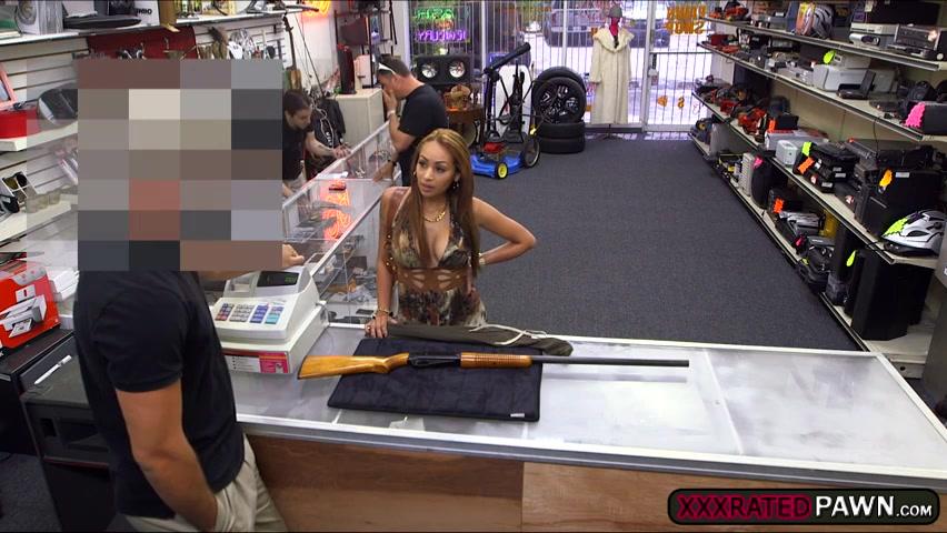 Latina milf on nude photoshoot gets fucked at the pawnshop