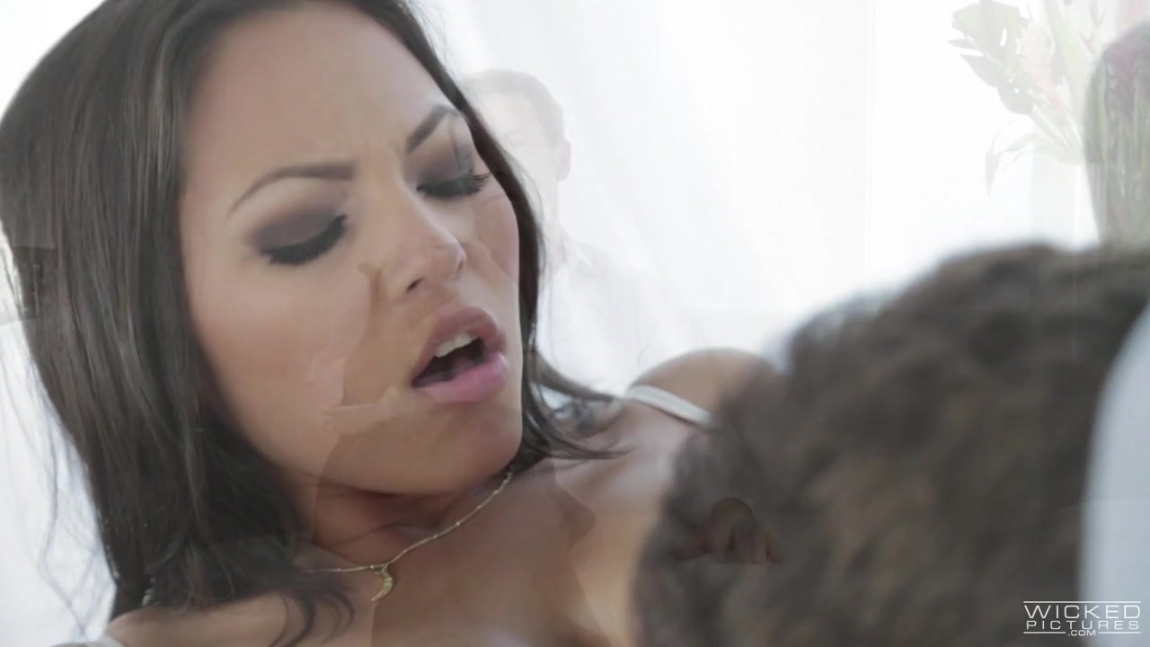 Adriana Luna, Ferrara Foxxx, Jessica Drake, Lexi Belle In Jessica Drake Guide To Wicked Sex: Satisfy Her Like A Legend, Scene 1